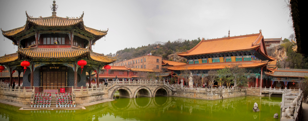 Пагода в центре города
